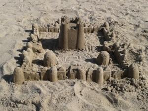 La vie, comme un château de sable qui s'efface avec le temps